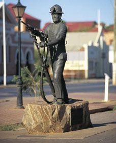 Miners Monument - Attractions Perth