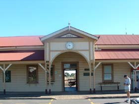 Maryborough Railway Station - Attractions Perth