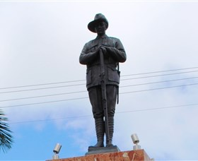 Charters Towers Memorial Cenotaph - Attractions Perth