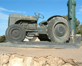 Ferguson Tractor Monument - Attractions Perth