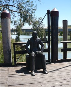 Captain John Egge Statue - Attractions Perth