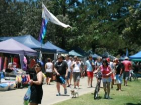 Broadbeach Art and Craft Markets - Attractions Perth
